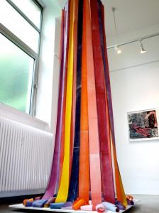 Psalm , Installation aus bedruckten, bestempelten Papierstreifen, ca. 4 m lang, 2013, Sabine Sulz