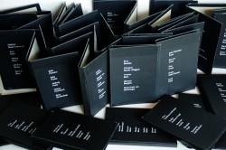 VERGESSEN? , 100teilige Installation, schwarze leere Buchhüllen, 2005 - 2013, Ulli Heyd