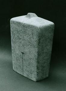 """""""Idol 10"""", gebrannter Ton, Engobe, 27x18cm, 2005, Anna Hafner"""