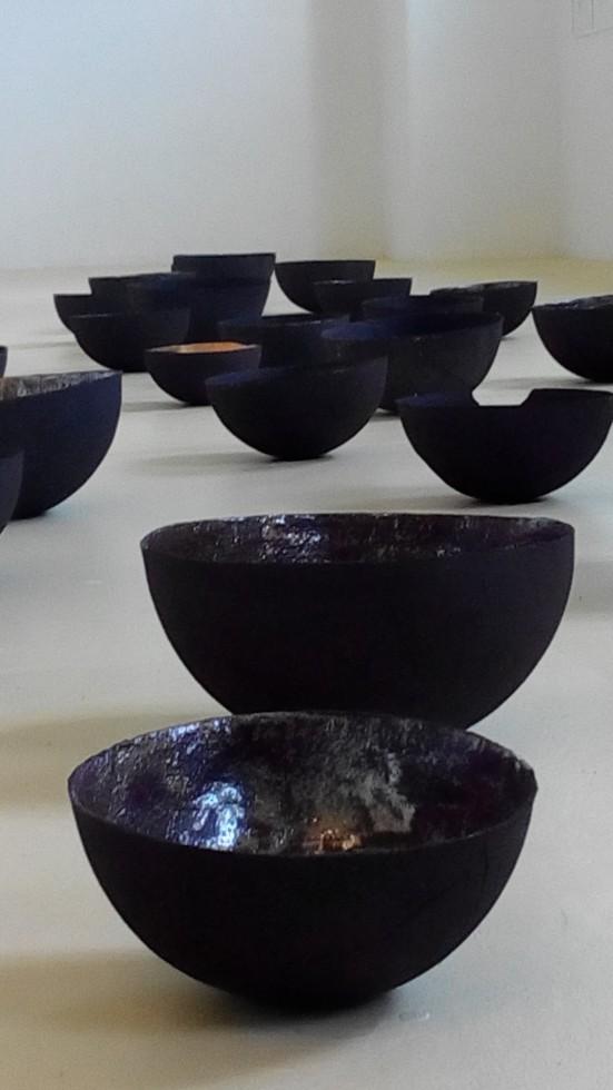 Karin Dorn-Tetzlaff, Raum für Kunst, Möckmühl 2016, Gefäße aus gebrannten, glasierten Ton