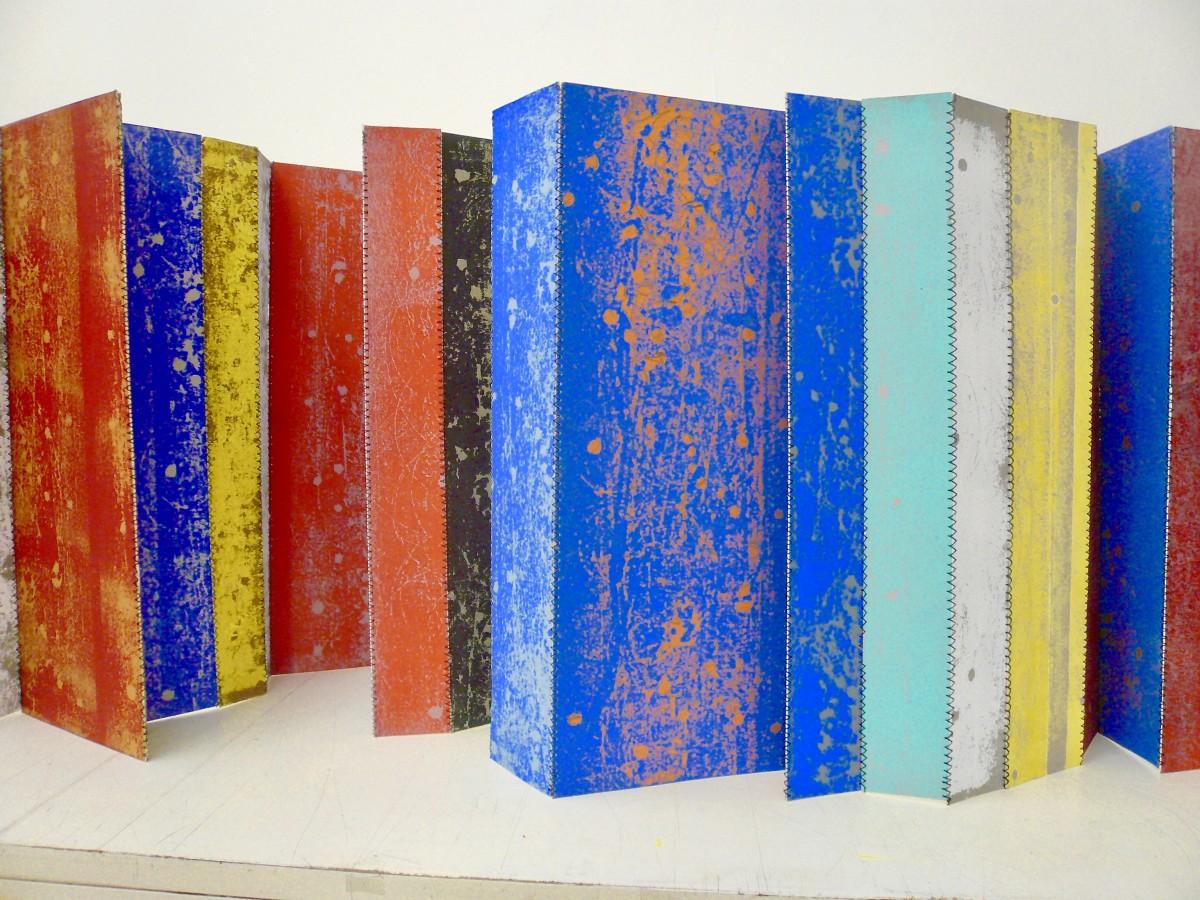 Sabine Sulz, 2018, TAG, Papierobjekt, ca. 30 x 180 cm, Drukgrafik