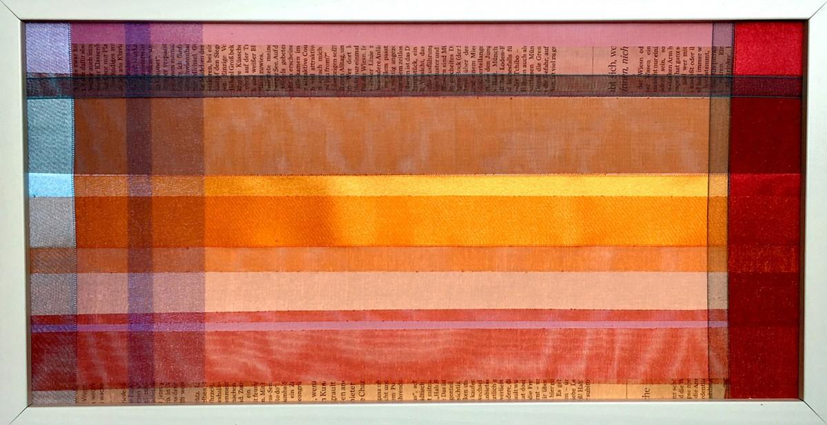 KLEINE FALTER Bänder, Papier, Fäden, Zeitung, 20 x 40 cm, gerahmt, 2011, 150.- EUR